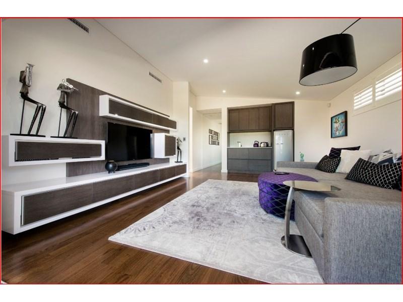 design-estate real estate Menora 25