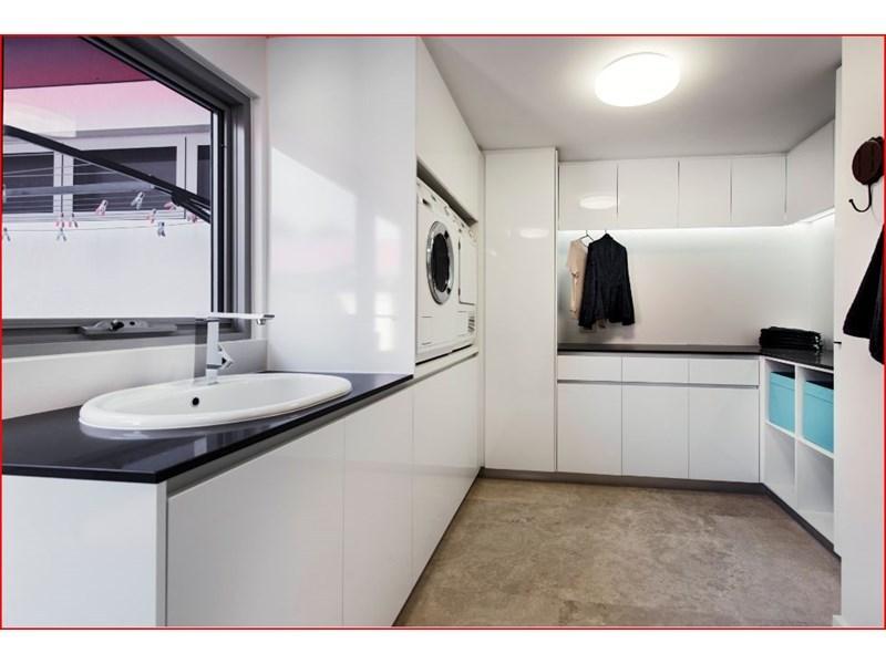 design-estate real estate Menora 27