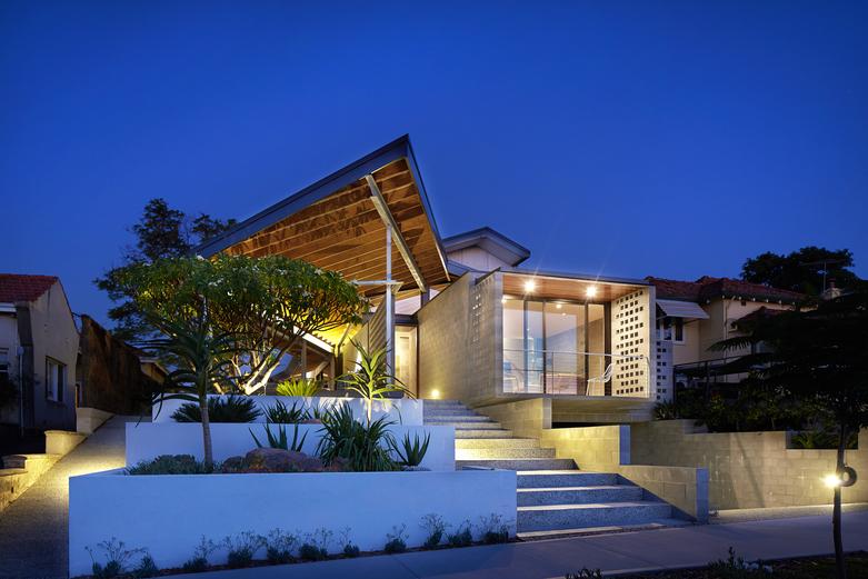 Concrete House Architect: Fringe Architects